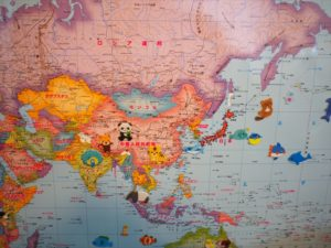 【世界地図】動物のシールを貼った