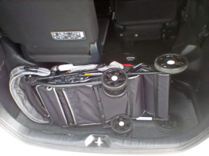 Mサイズのミニバンのトランク部分